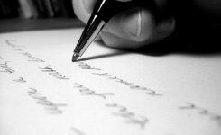 menulis diselembar kertas